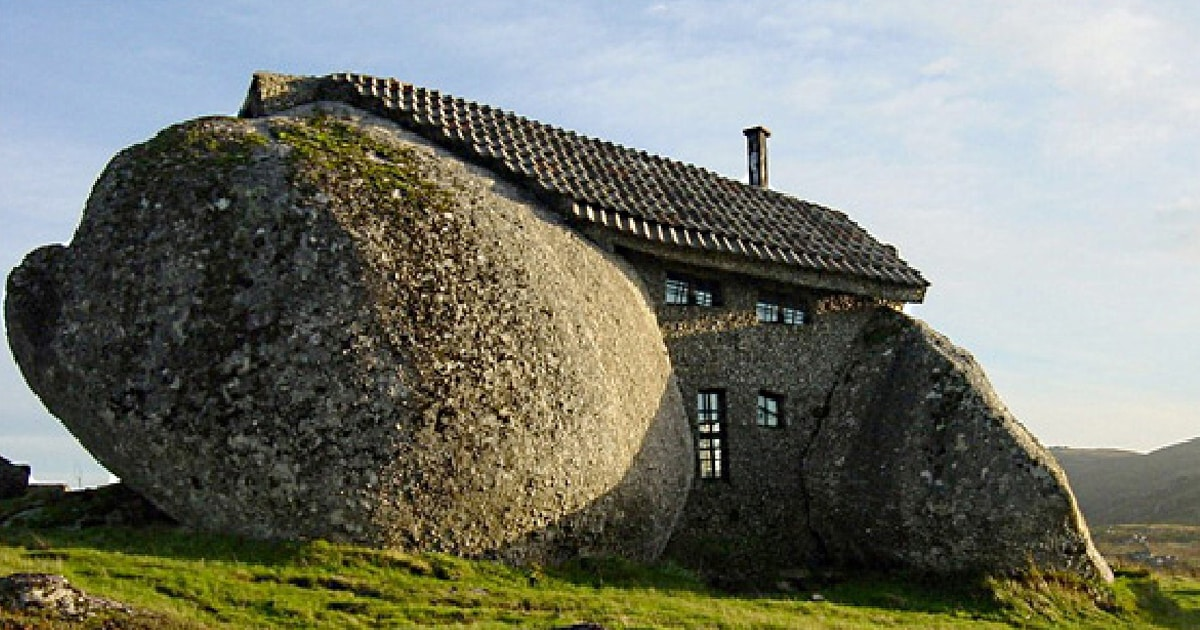 10-ugliest-houses-featured.jpg