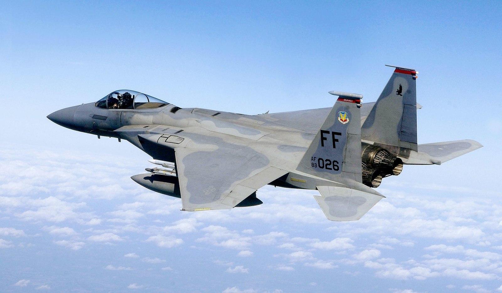1920px-F-15%2C_71st_Fighter_Squadron%2C_in_flight.jpg