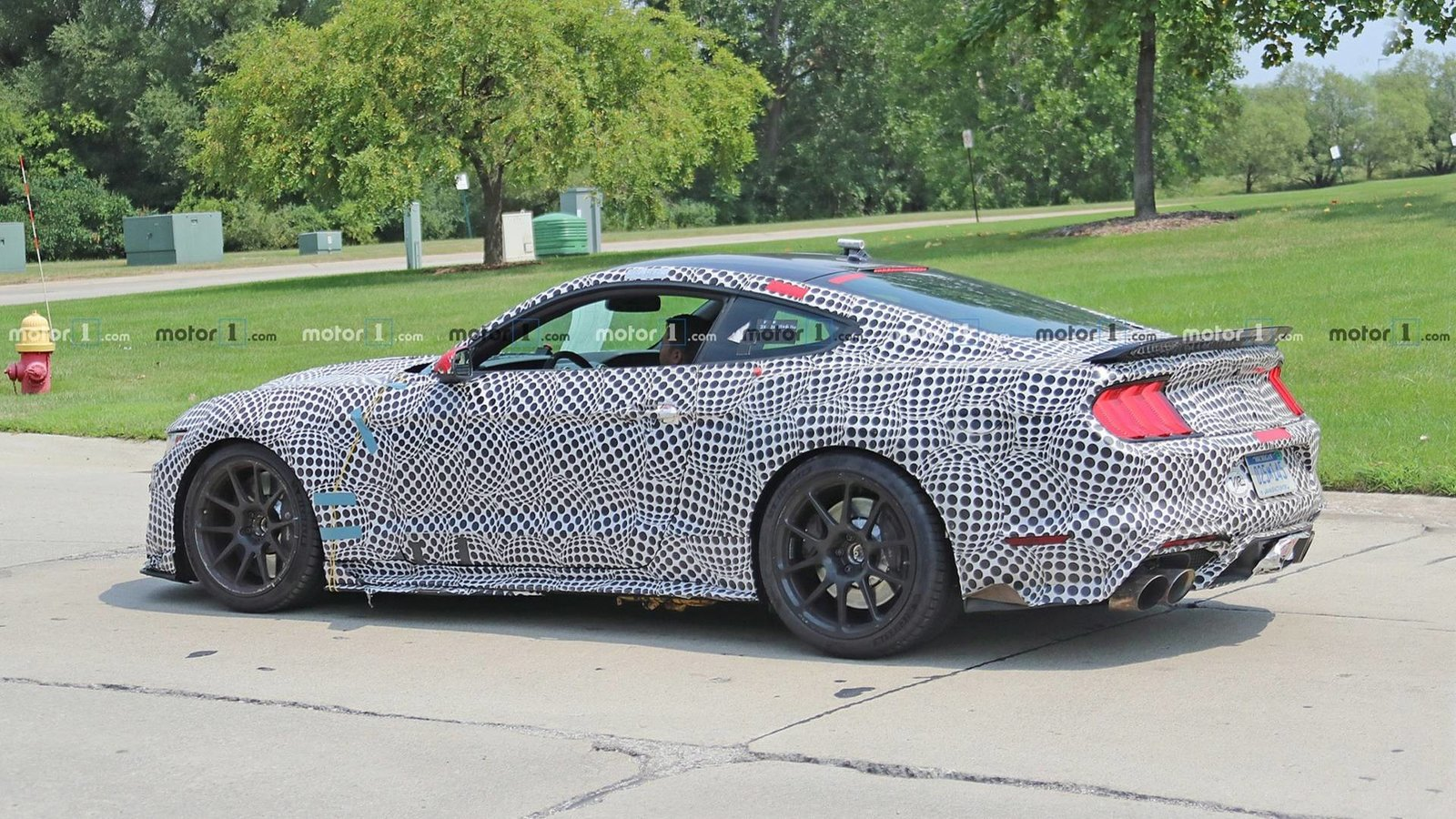 2019-ford-mustang-shelby-gt500-spy-photo (2).jpg