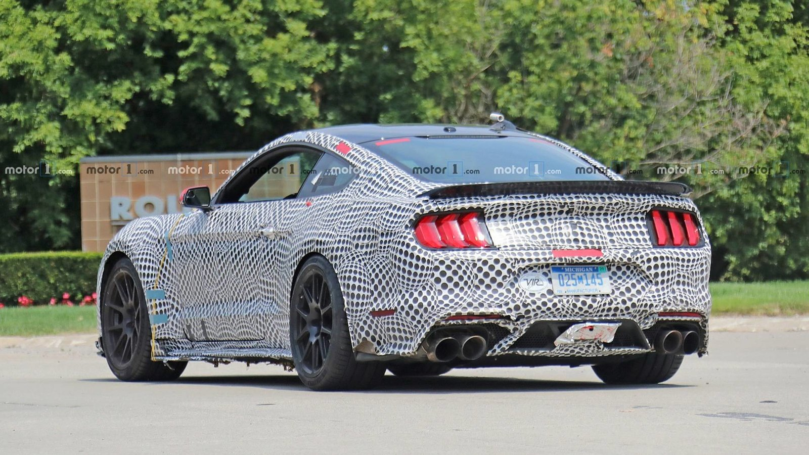 2019-ford-mustang-shelby-gt500-spy-photo (3).jpg