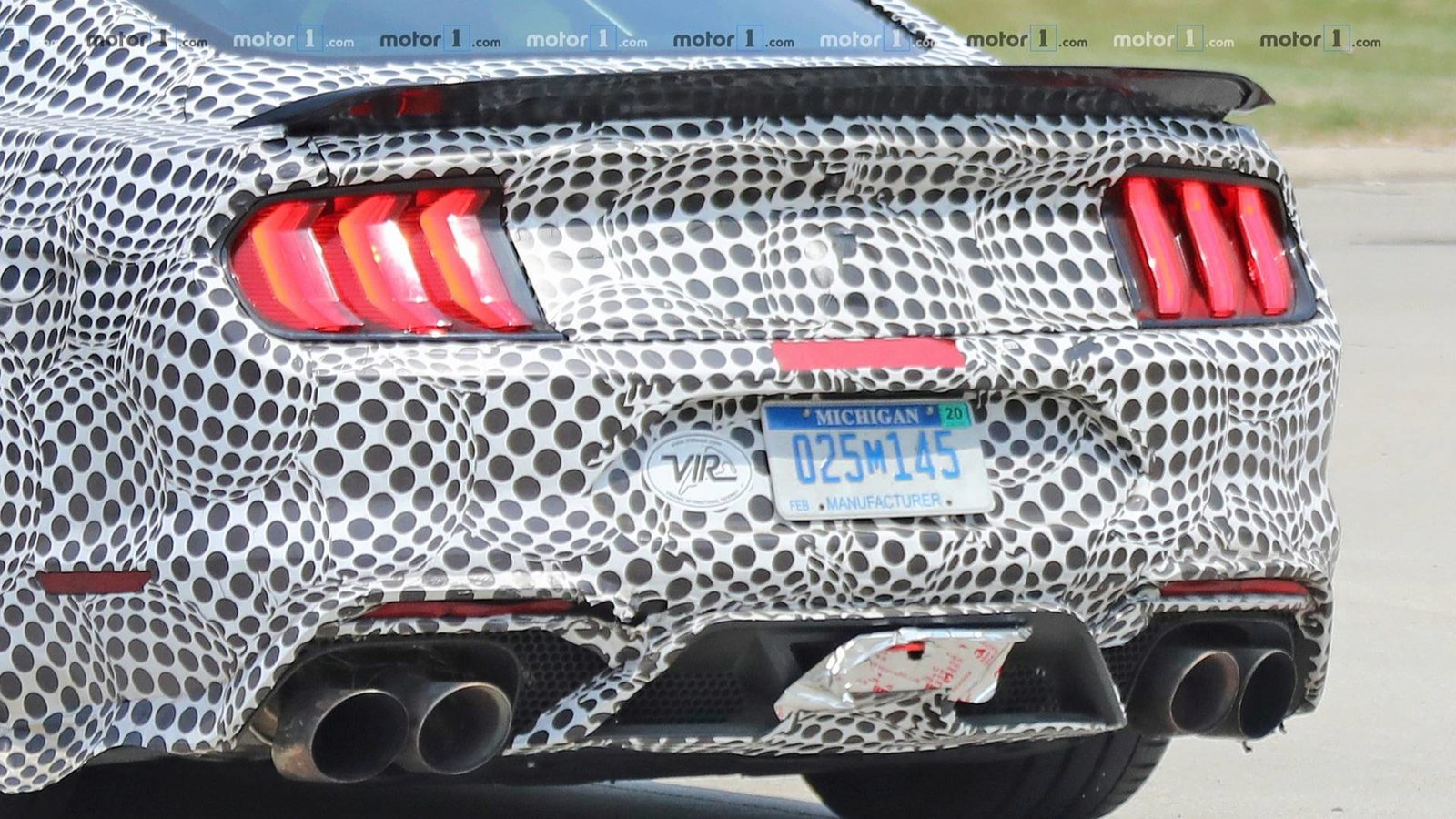2019-ford-mustang-shelby-gt500-spy-photo (4).jpg