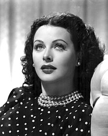 220px-Hedy_Lamarr_Publicity_Photo_for_The_Heavenly_Body_1944.jpg