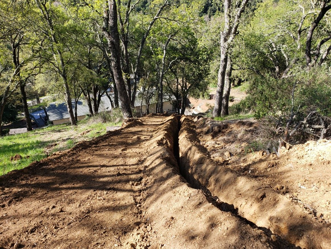 80-trench_down_the_hill_resized_c70e99596e23246a02a808e52cffe81151f36312.jpg