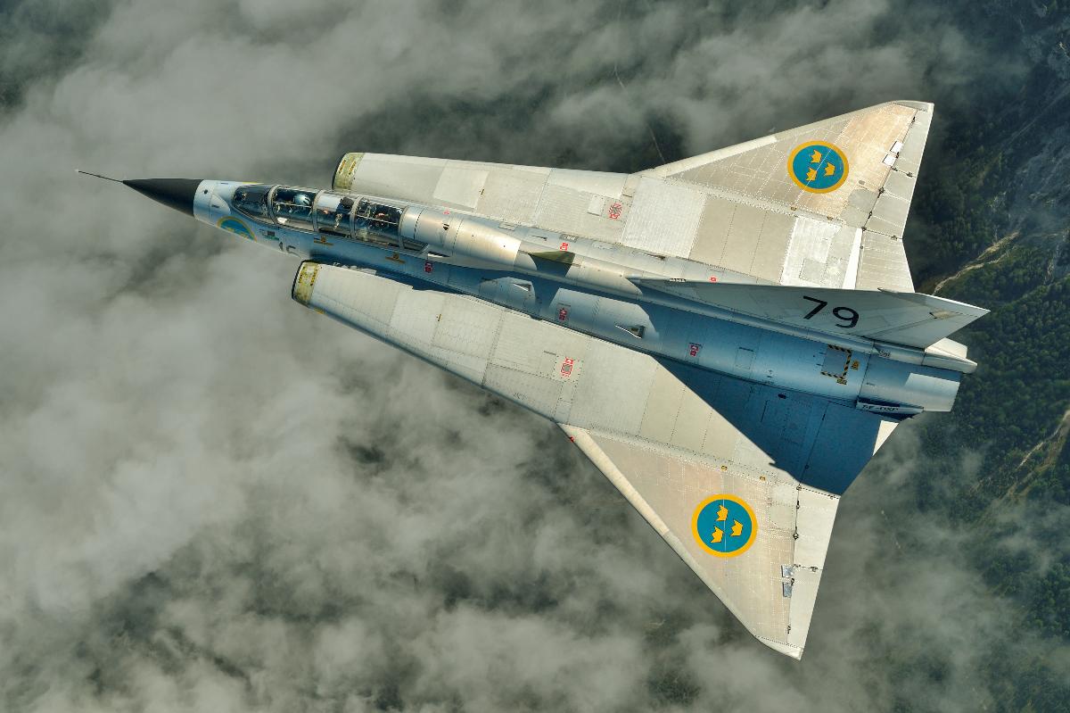 AIRPOWER16_-_Air_to_Air_SK35C_Draken_%28color%29.jpg