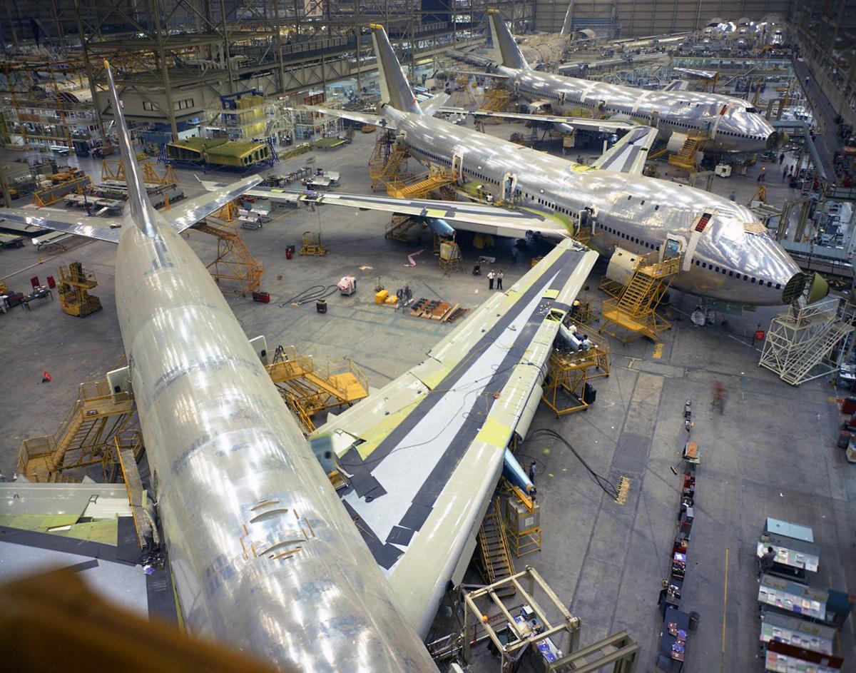 Boeing-747-Assembly-1969-1.jpg