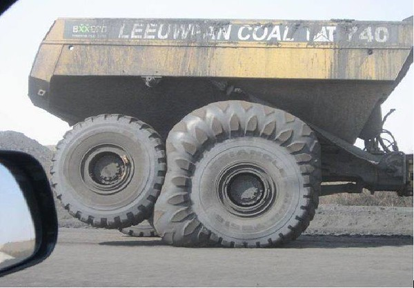 Cat%20FAT%20tire%20dumper%20truck-M.jpg