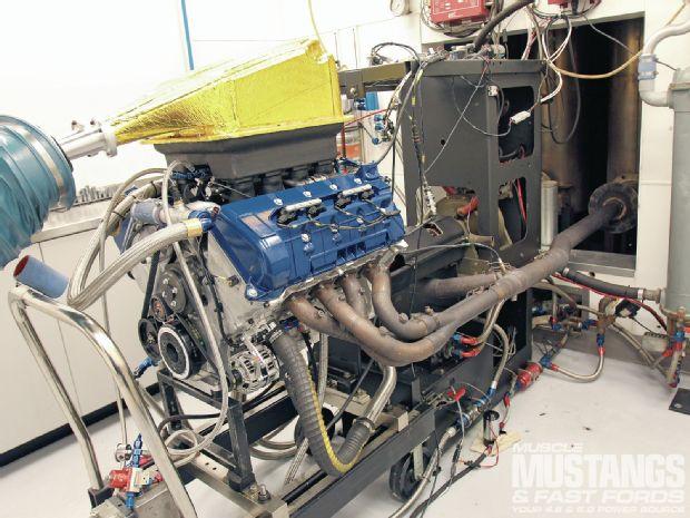 mmfp-1203-26-roush-yates-nascar-v8-crate-engine.jpg