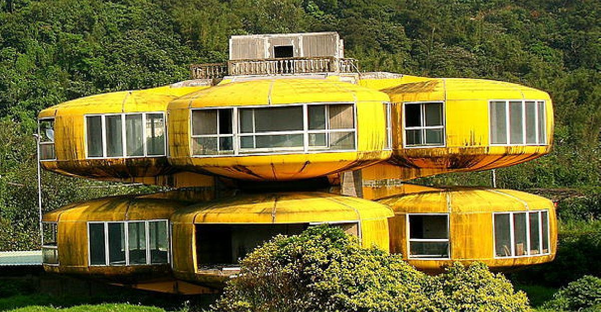 The-UFO-House.jpg