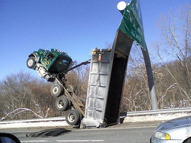 weird_car_crashes_part_2_640_82.jpg