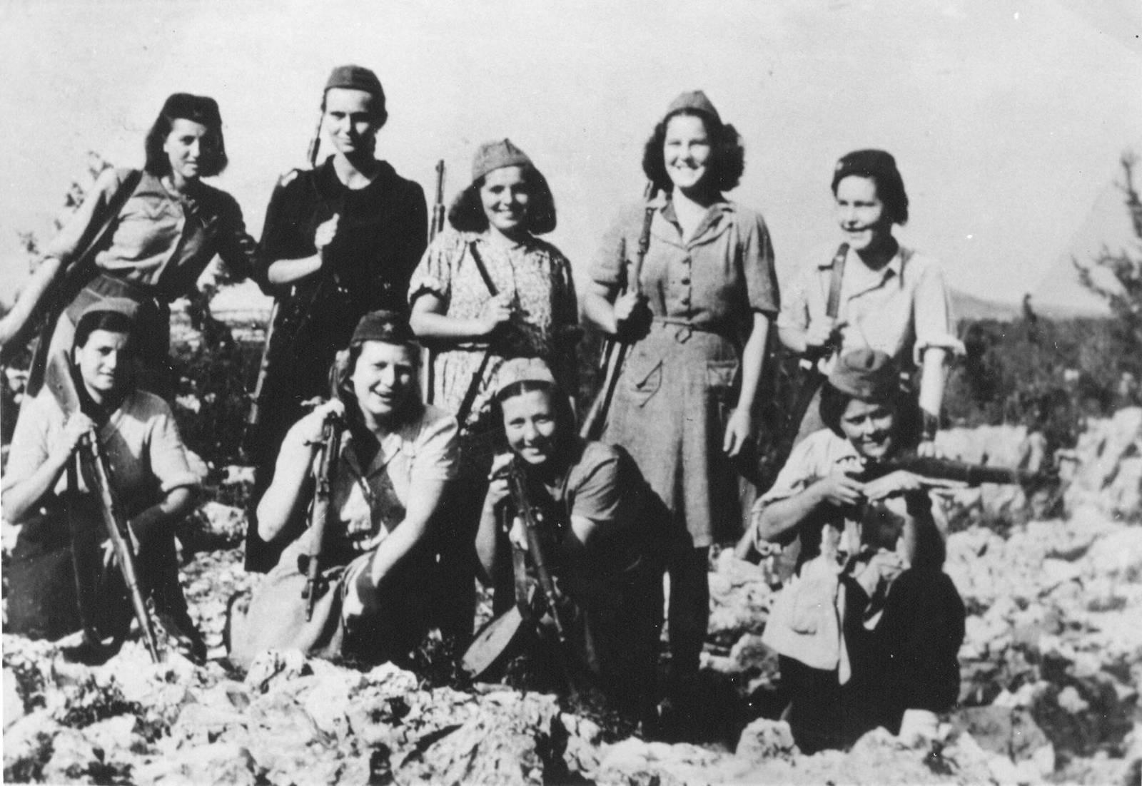 yugoslav-female-partisans-dinara-mountain-1942.jpg